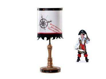 Фото-1 Настольная лампа Black Pirat AKS-6313